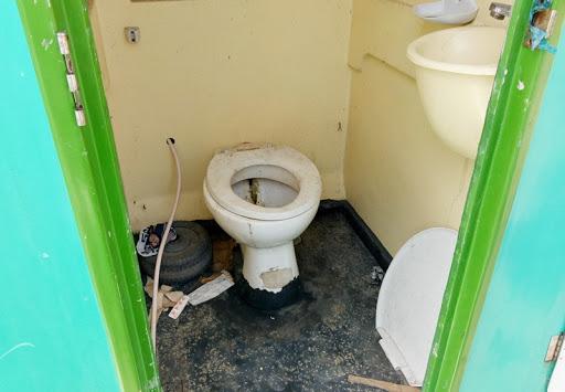 Thiếu nhà vệ sinh công cộng