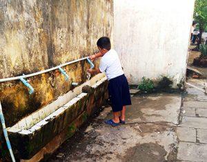Nhà vệ sinh công cộng bẩn